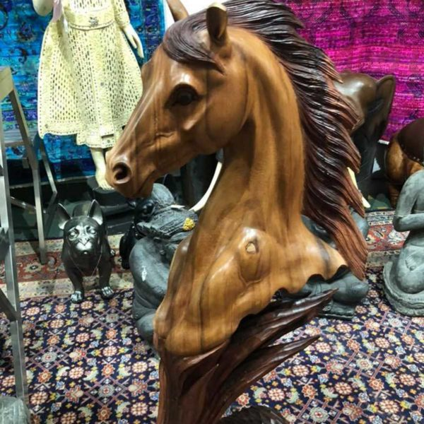 carved-horse-head