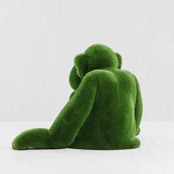 gartenfigur-affe-sitzend-topiary-gfk-kunstrasen-louie_4