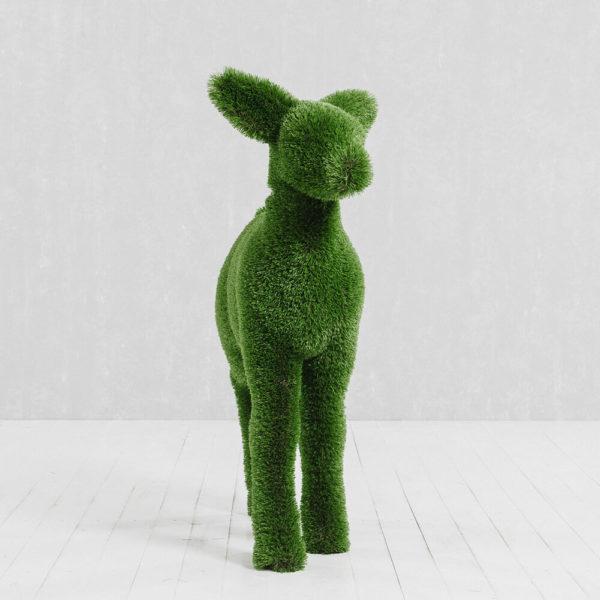 gartenfigur-hirschkalb-topiary-gfk-kunstrasen-henno_2