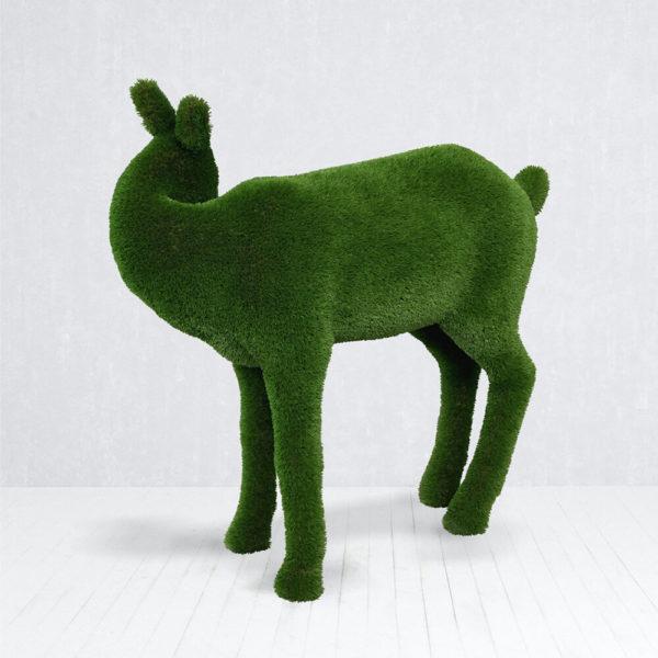 hirschkuh-gartenfigur-aus-gfk-kunstrasen-topiary-hendrina_2