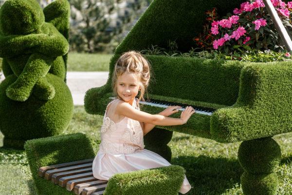 klavier-als-gartenplastik-topiary-gfk-kunstrasen-finnjo_4