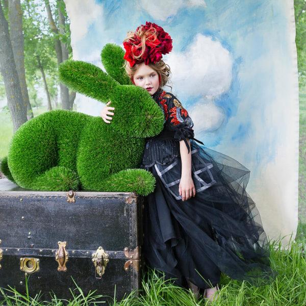 liegender-hase-als-gartenfigur-topiary-kunststoff-hilka_6