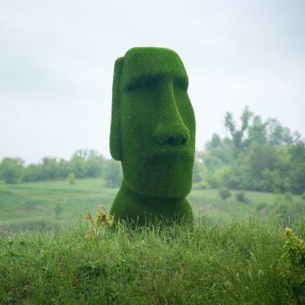 moai-kopf-gartenfigur-topiary-gfk-kunstrasen-idukan_9
