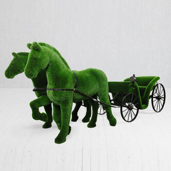 riesige-pferdekutsche-topiary-metall-gfk-kunstrasen-raeda_2