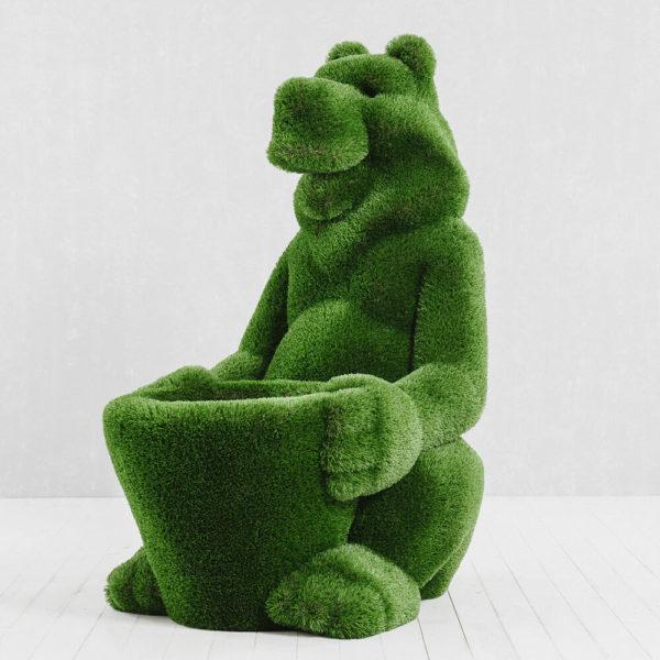 skulptur-baer-mit-korb-glasfaserkunststoff-kunstrasen-gruen-boog_3