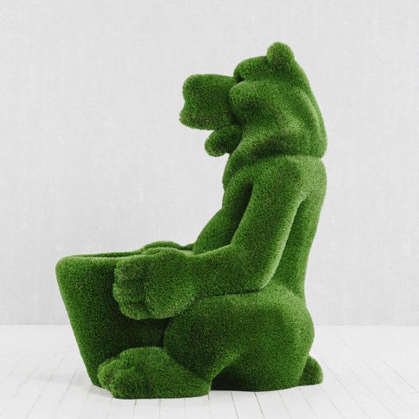 skulptur-baer-mit-korb-glasfaserkunststoff-kunstrasen-gruen-boog_4