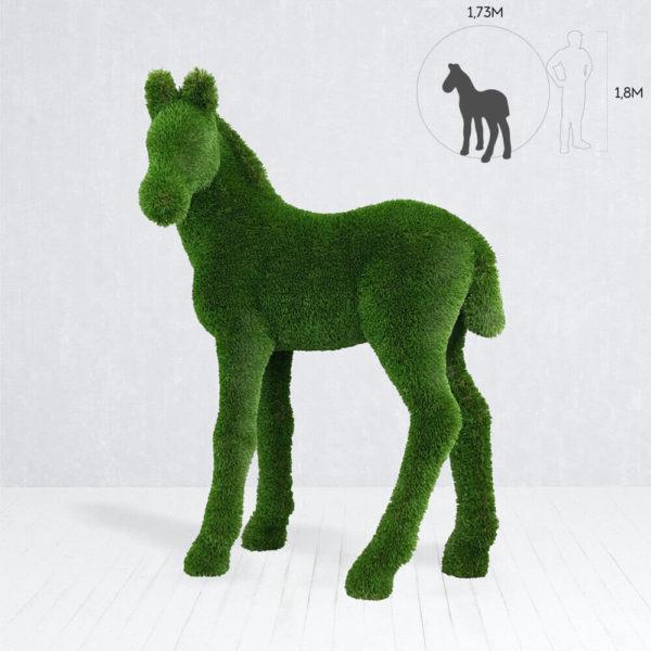 topiary-gartenfigur-fohlen-gfk-kunstrasen-gruen-pendo