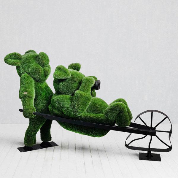 topiary-gartenfigur-schweinchen-aus-metall-gfk-kunstrasen-3-kleine-schweinchen_2
