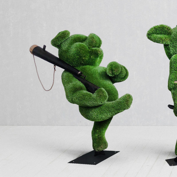 topiary-gartenfigur-schweinchen-aus-metall-gfk-kunstrasen-3-kleine-schweinchen_3