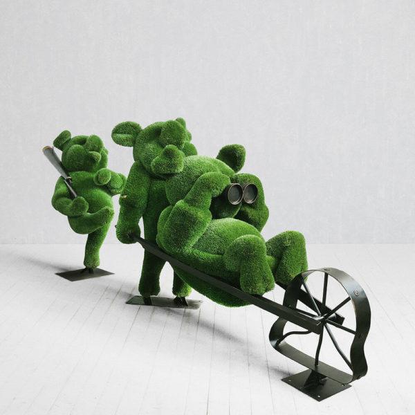 topiary-gartenfigur-schweinchen-aus-metall-gfk-kunstrasen-3-kleine-schweinchen_4